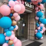 Арка-из-шаров-на-открытие-магазина-розово-синяя