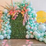 oformlenie-svadby-zelenymi-sharikami